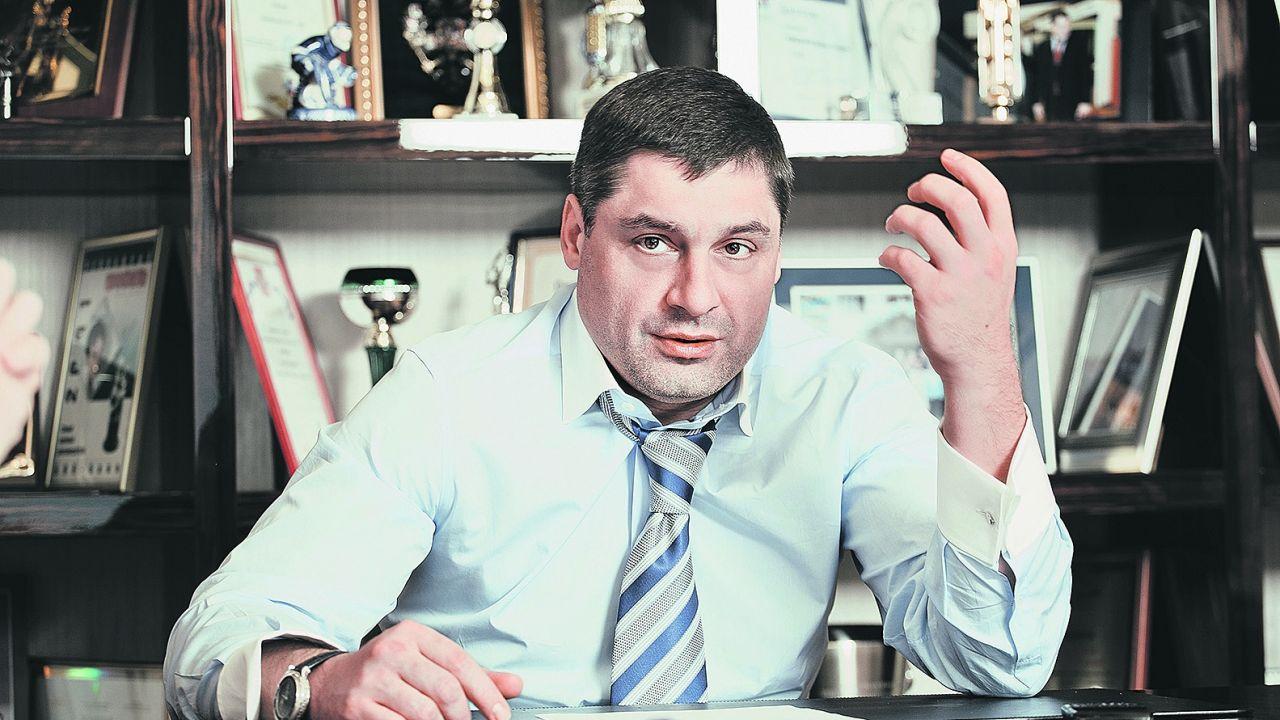 руслан шишханов бинбанк фото толстые
